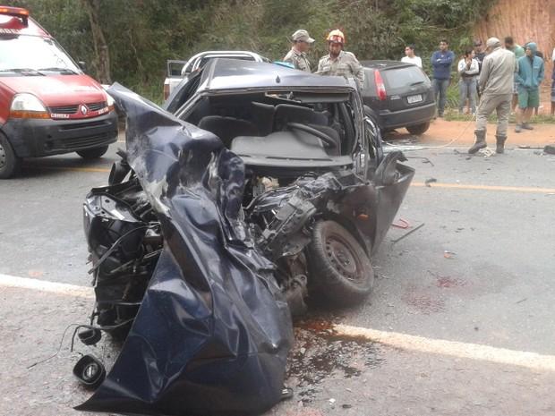 Acidente na RJ-106 deixou seis pessoas em Bacaxá, distrito de Saquarema, RJ (Foto: César Henrique)