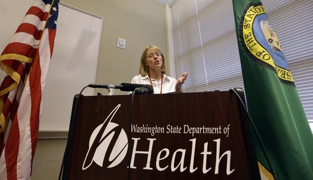 A médica Kathy Lofy participa, nesta terça-feira (3) de coletiva de imprensa no Departamento Estadual de Saúde de Washington sobre o surto de E.coli ligado à rede de fast food Chipotle  (Foto: AP photo/Elaine Thompson)