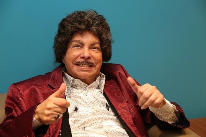 Aos 85 anos, ele ainda ensaia diariamente e vive para a música (Foto: Carol Caminha/Gshow)