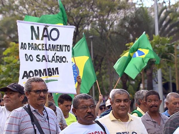 Policiais e bombeiros fazem protesto em Belo Horizonte nesta sexta-feira (1º) (Foto: Reprodução/TV Globo)