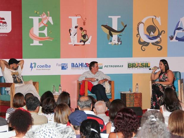 André Vianco e Ana Beatriz Brandão encerraram debates do sábado (17) (Foto: Egi Santana/Flica)