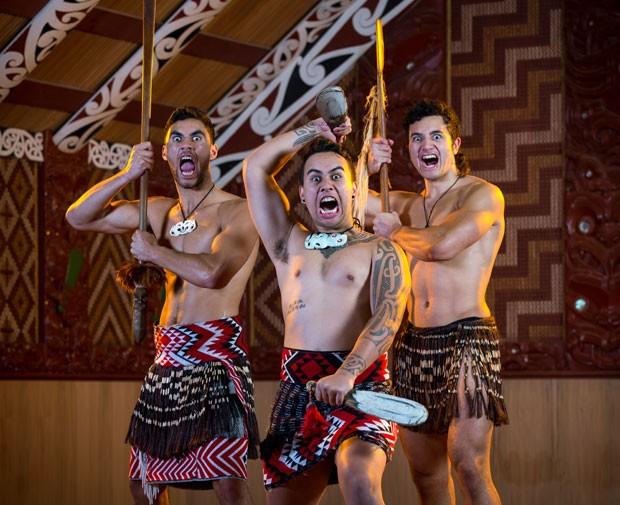O Te Puia, centro cultural e parque termal em Rotorua, tem apresentações culturais Maoris que incluem o Haka (Foto: Divulgação/Te Puia)