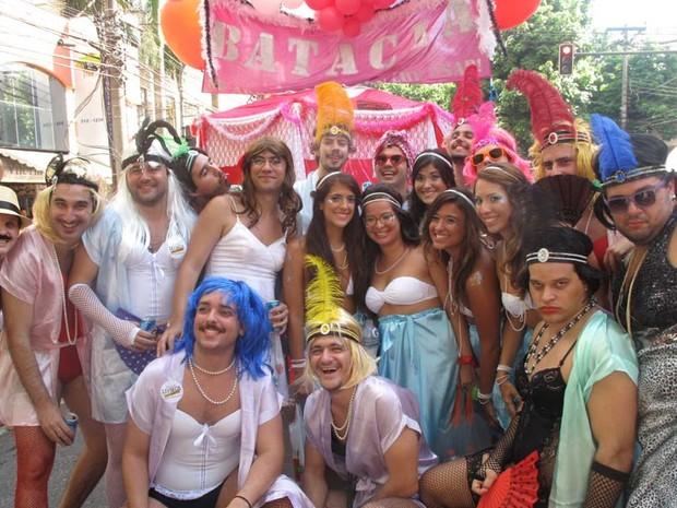 Bataclan da novela Gabriela também ganhou a Rua Jardim Botânico no desfile do bloco (Foto: Cristina Índio do Brasil/G1)