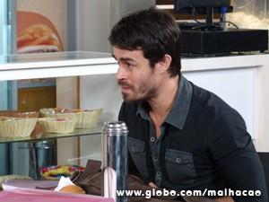 João Luiz não esconde a surpresa com o pedido  (Foto: Malhação / TV Globo)