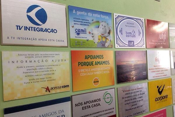 Parede com as marcas homenageadas (Foto: Divulgação)