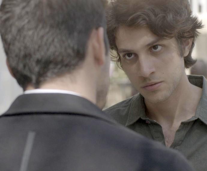 Rafael tira satisfação com o primo (Foto: TV Globo)