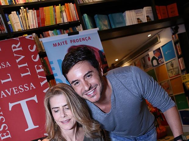 Maitê Proença e Ricardo Tozzi em livraria no Leblon, Zona Sul do Rio (Foto: Murillo Tinoco/ Divulgação)