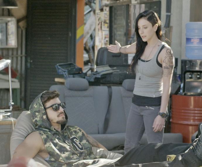Ximena coloca Grego contra a parede sobre o relacionamento com Margot (Foto: TV Globo)