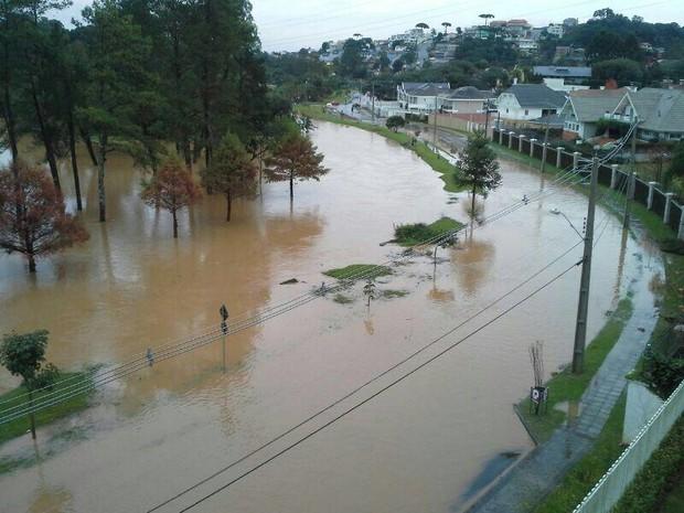 Chuva provocou diversos pontos de alagamentos em Curitiba e Região Metropolitana. (Foto: Paula Batista/Arquivo pessoal)