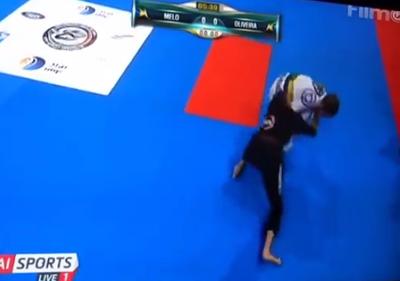Ariadne Oliveira (kimono preto) vence campeonato mundial em Abu-Dabi (Foto: Reprodução/YouTube)