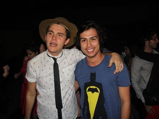 Gabriel Kaufmann e Francisco Vitti em festa na Tijuca, Zona Norte do Rio (Foto: Rogerio Fidalgo/ Ag. News)