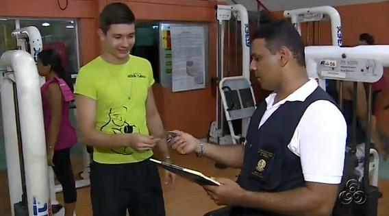 Fiscal inspeciona estrutura, equipamentos e profissionais (Foto: Amazônia TV)