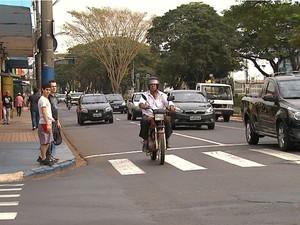 Avenida Francisco Junqueira ganhou terceira faixa em 2011 (Foto: Reprodução/EPTV)