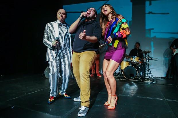 Tiago Abravanel e Sabrina Sato soltam a voz (Foto: Manuela Scarpa/Photo Rio News)