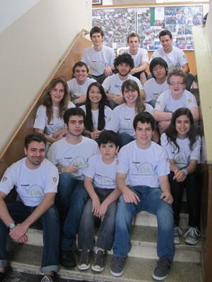 Equipe de professores do VOA: estudantes medalhistas (Foto: Vanessa Fajardo/ G1)