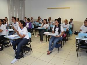 Alunos no curso técnico em enfermagem (Foto: Magda Oliveira/G1)