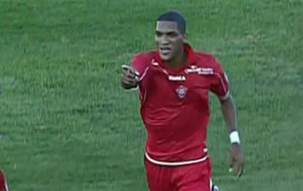 Fernando Karanga marca o único gol do Boa Esporte contra o Paysandu (Foto: Premiere FC)