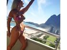 Laura Keller posa de perfil usando biquíni e exibe curvas: 'Verão chegou'