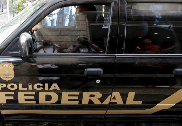Carro da Polícia Federal, no Rio de Janeiro (Foto: Sergio Moraes/Reuters)