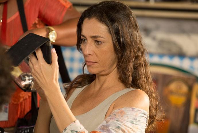 Cyria Coentro dá aquela retocada no visual (Foto: Fábio Rocha/Gshow)