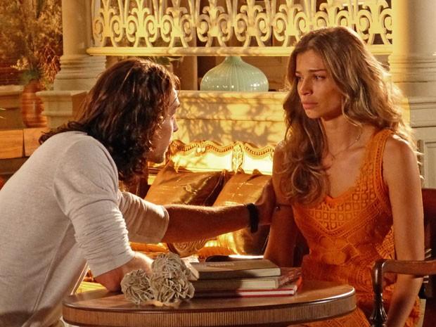 Alberto diz a Ester que Cassiano trocou diamantes (Foto: Flor do Caribe / TV Globo)