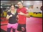 Em busca da boa forma, Carolinie Figueiredo treina muay thai no sábado