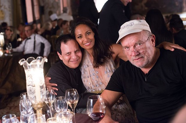Designer Azzadine Alaia attended the afterparty with novelist Rula Jebreal and photographer Peter Lindberg (Foto: Divulgação)