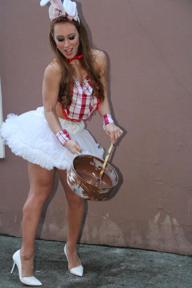 A ex-BBB Aline em ensaio de páscoa (Foto: Rodrigo dos Anjos / AgNews)