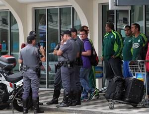 Palmeiras desembarque seguranças (Foto: Werther Santana/Agência Estado)