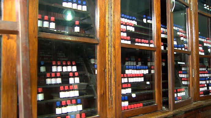 Negócios que duram: 'pharmácia' não muda fórmulas há 98 anos  (Foto: TV Bahia)