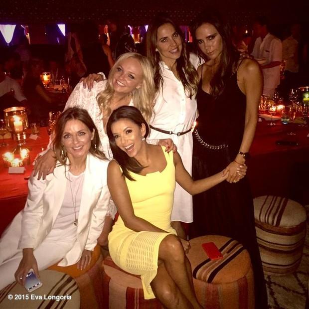 Eva Longoria posta foto com ex-integrantes das Spice Girls (Foto: Reprodução / Twitter)