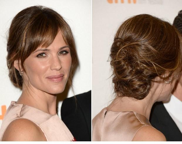 Jennifer Garner em versão franja lateral polida, mas lisa (Foto: Getty Images)