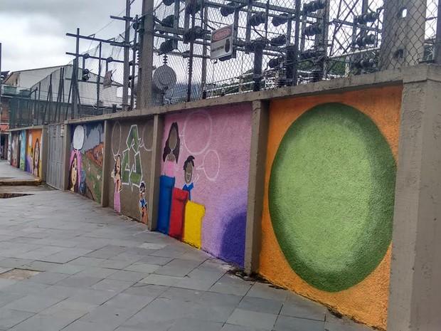 Muros da subestação, na Avenida Euterpe Friburguense, ganharam desenhos educativos (Foto: Divulgação / Energisa)