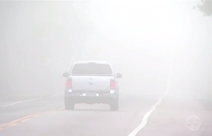 Com queda na temperatura, neblina é comum nas estradas do Sul do Rio (Reprodução/Tv Rio Sul)