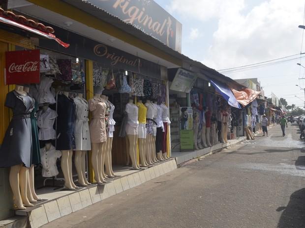 A um dia para a virada do ano, comércio enfrenta fraco movimento de consumidores (Foto: Dyepeson Martins/G1)