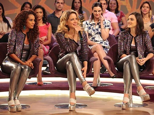 Podem comemorar! As Empreguetes anunciam a volta do trio (Foto: Cheias de Charme / TV Globo)