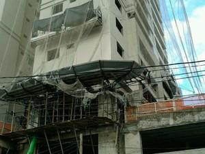 Operário caiu de uma plataforma suspensa no 25º andar (Foto: Francisco Júnior/Inter TV Cabugi)