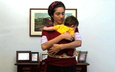 Aprenda a colocar seu bebê no sling