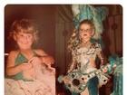 Karina Bacchi posta fotos com fantasias de carnaval na infância