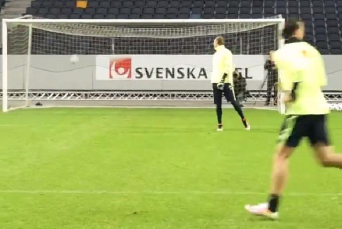Ibrahimovic golaço treino