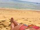 Izabel Goulart 'mostra' o bumbum em dia de praia e recebe elogios dos fãs