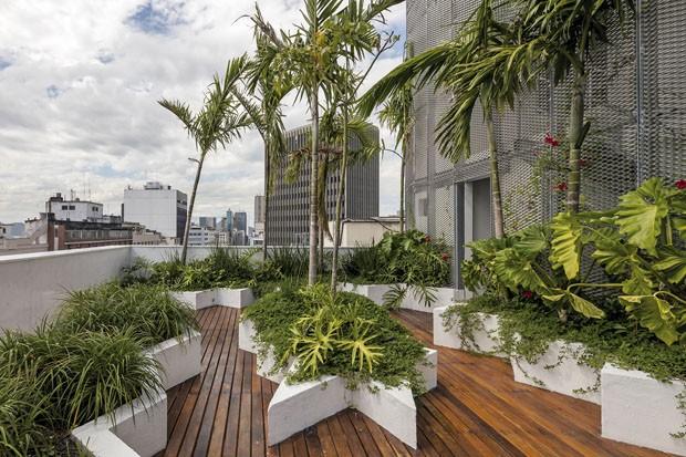 Primeiro edifício comercial do Brasil com energia positiva (Foto: Leonardo Finotti/Divulgação)