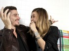 Luca Bianchi e Lívia de Bueno trocam carinhos em ensaio para o EGO