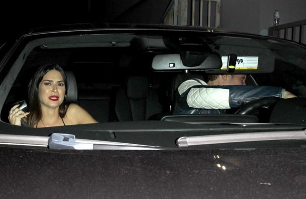 Thaila Ayala no carro com Orlando Bloom (Foto: AKM Gsi Brasil)