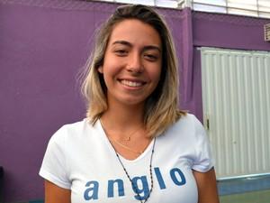 A estudante Vivian Degaspari cortou os cabelos para doar à crianças com câncer em Piracicaba (Foto: Fernanda Zanetti/G1)