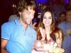 Sthefany Brito ganha bolo surpresa do irmão para comemorar aniversário