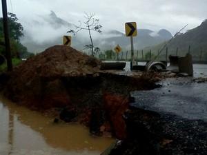 asfalto santa maria madalena (Foto: Luiz Felipe Falcão/Inter TV)