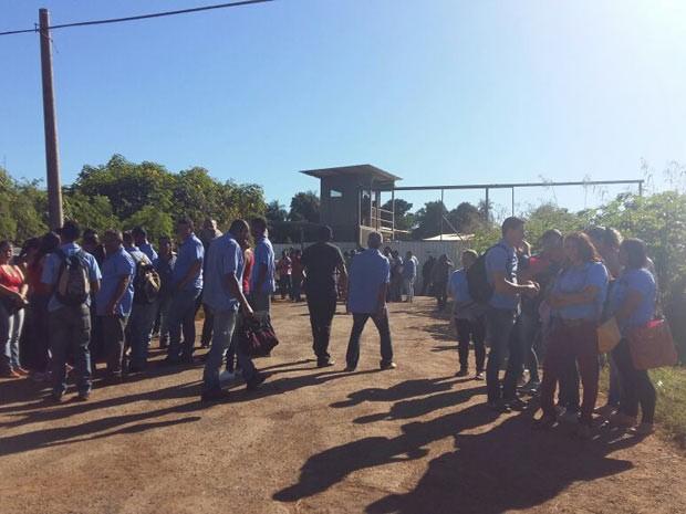 Rodoviários de cooperativa que entraram em greve por repasses atrasados no DF (Foto: Isabella Calzolari/G1)