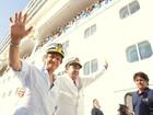 Roberto Carlos chega para apresentar seu oitavo cruzeiro, 'Emoções em alto-mar'