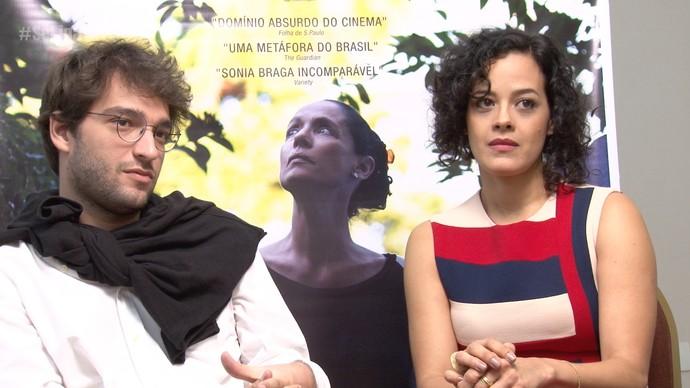 Humberto Carrão e Maeve Jinkings falam sobre o protesto político no tapete vermelho (Foto: Se Liga VM)
